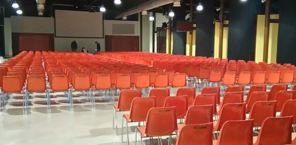 Sedie monoscocca VIOLA3 per meeting aziendale