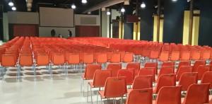 Sedie monoscocca VIOLA3 per meeting aziendale - service audio, luci e video per eventi - Padova