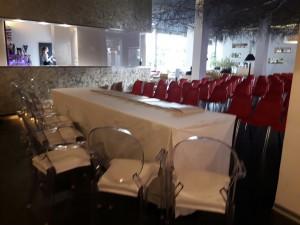 Sedie rosse per congresso - service audio, luci e video per eventi - Padova